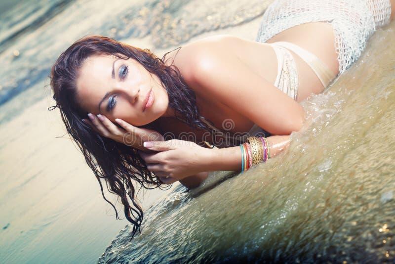 Bellezza alla spiaggia fotografie stock