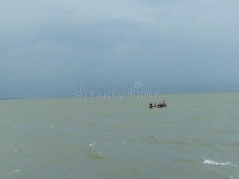 Bellezza del fiume di Meghna durante la stagione delle pioggie immagini stock libere da diritti