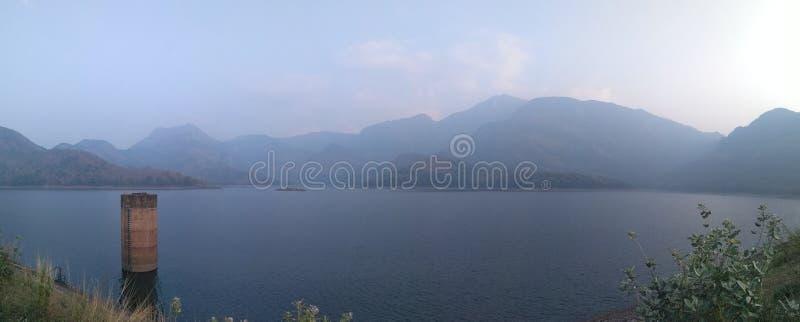 Bellezza delle colline della diga di pothundi fotografia stock libera da diritti