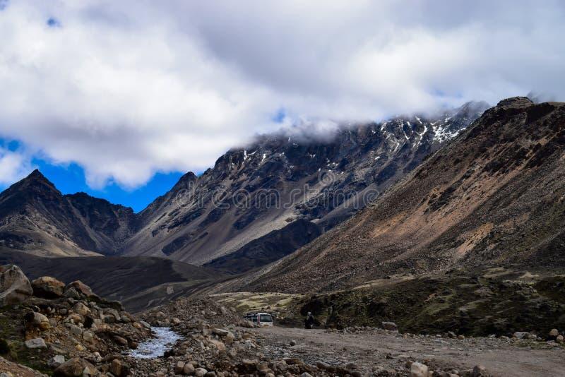 Bellezza di Himalayanmountainrange nel Sikkim del nord immagine stock