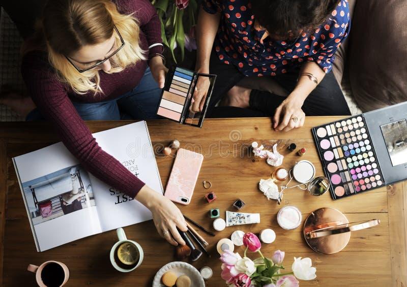 Bellezza di trucco dei cosmetici della donna femminile immagine stock