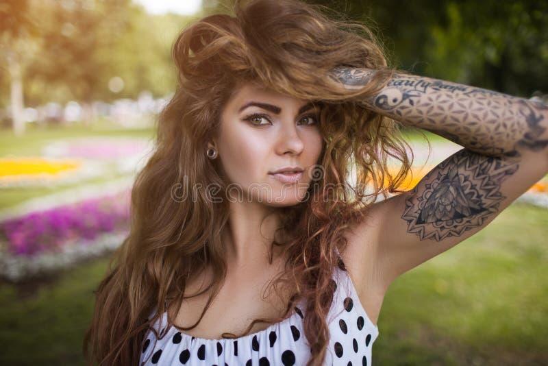Bellezza femminile seducente Fiducia nella vita immagini stock