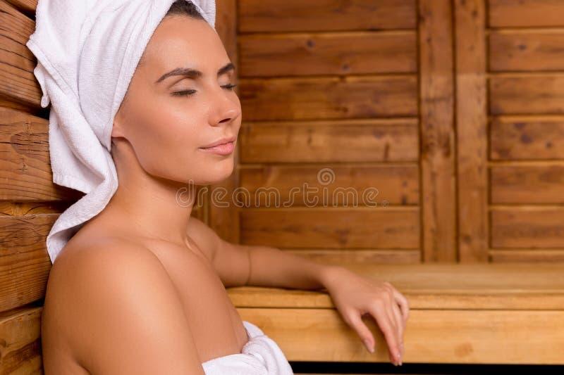 Bellezza nella sauna. fotografia stock libera da diritti