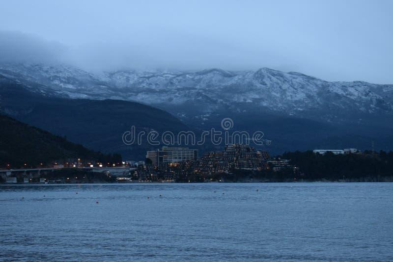 Bellezza selvaggia del Montenegro: Rivijera di Budvanska immagine stock