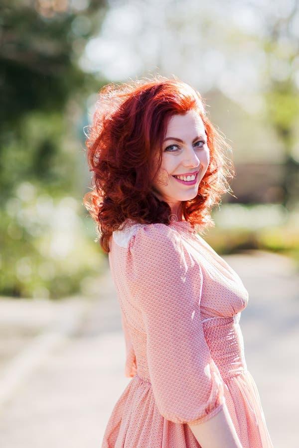 Bellezza sparata di una donna redheaded immagine stock