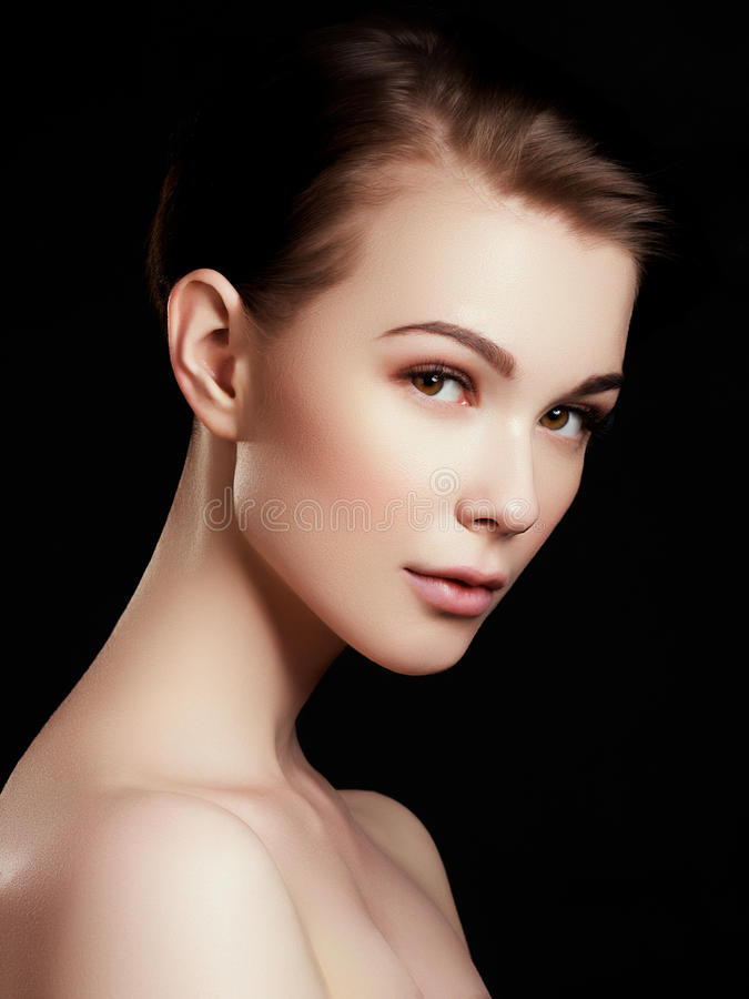 Bellezza, stazione termale Donna attraente con il bello fronte fotografia stock libera da diritti