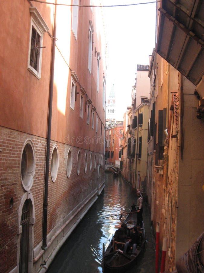 Bellezza una dell'Italia delle vie del canale a Venezia, Italia immagini stock libere da diritti