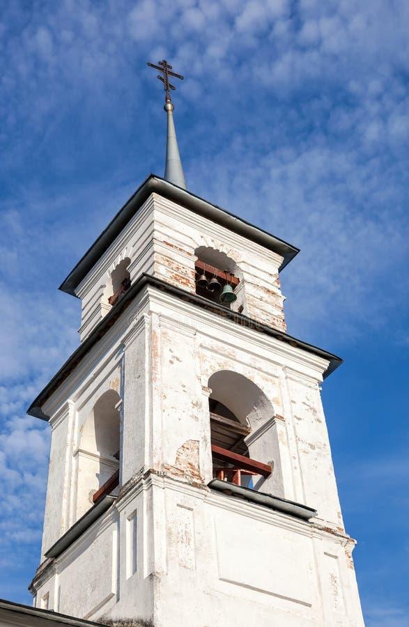 Bellfry de la iglesia rusa vieja fotografía de archivo