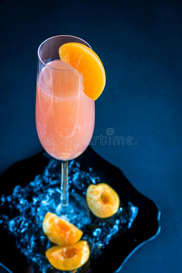 Bellini-Cocktail stockfotos
