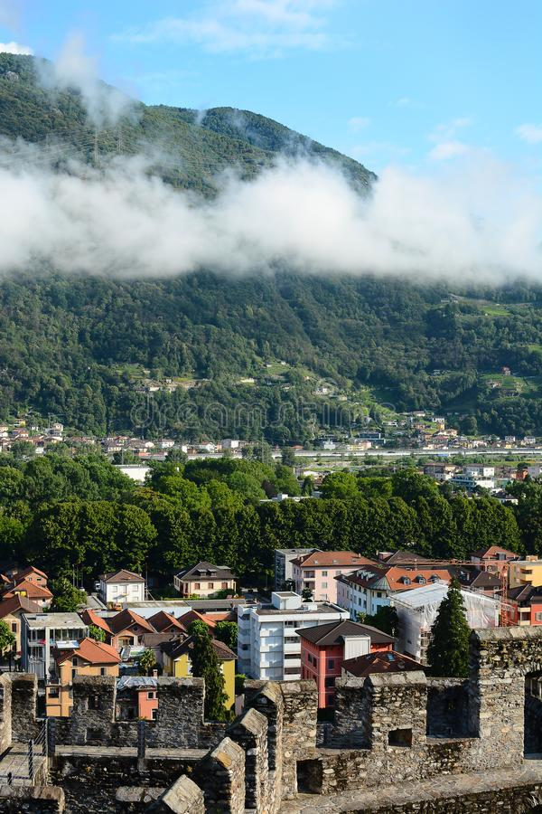 Bellinzona ispezionata i bastioni di Castlegrande fotografia stock libera da diritti