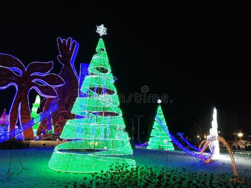 Bellissima festa di Natale felice, bella bambina di Natale verde colorata fotografia stock libera da diritti