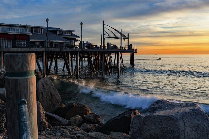 Bellissima sera e grande onda a Redondo Beach Pier, South Bay of Los Angeles County, California fotografie stock libere da diritti