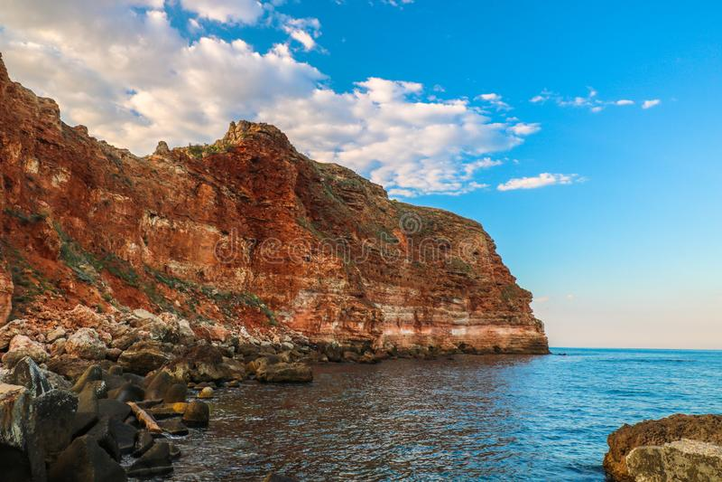 Bellissime sabbie rosse vicino alla spiaggia di Bolata Mar Nero - Bulgaria fotografia stock libera da diritti