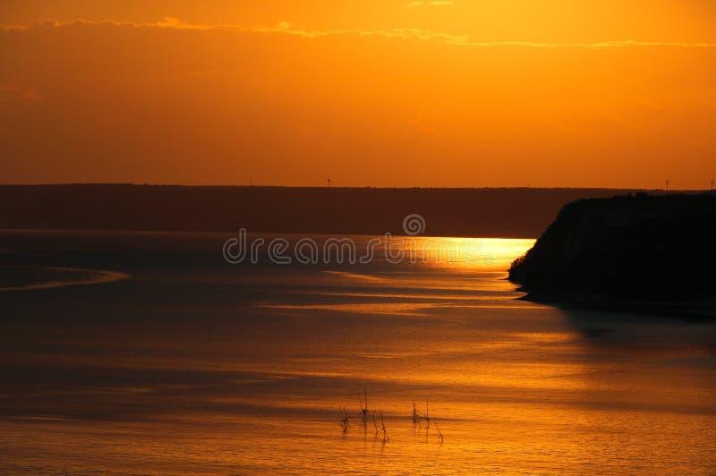 Bellissimo tramonto drammatico a cape Kaliakra, Mar Nero, Bulgaria fotografia stock