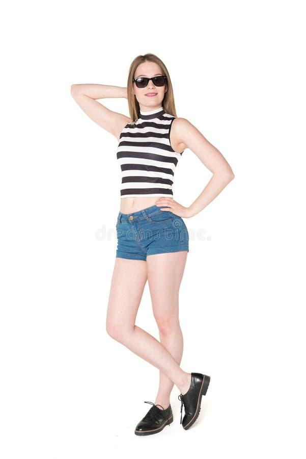 Bello adolescente in attrezzatura di estate fotografia stock