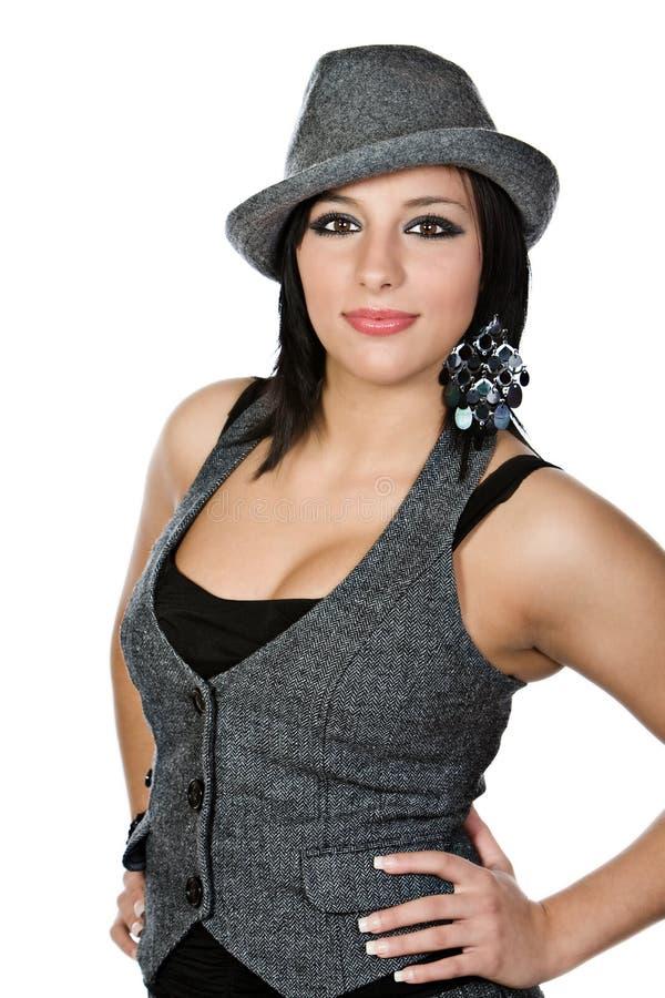 Bello adolescente mediterraneo con il cappello grigio fotografie stock