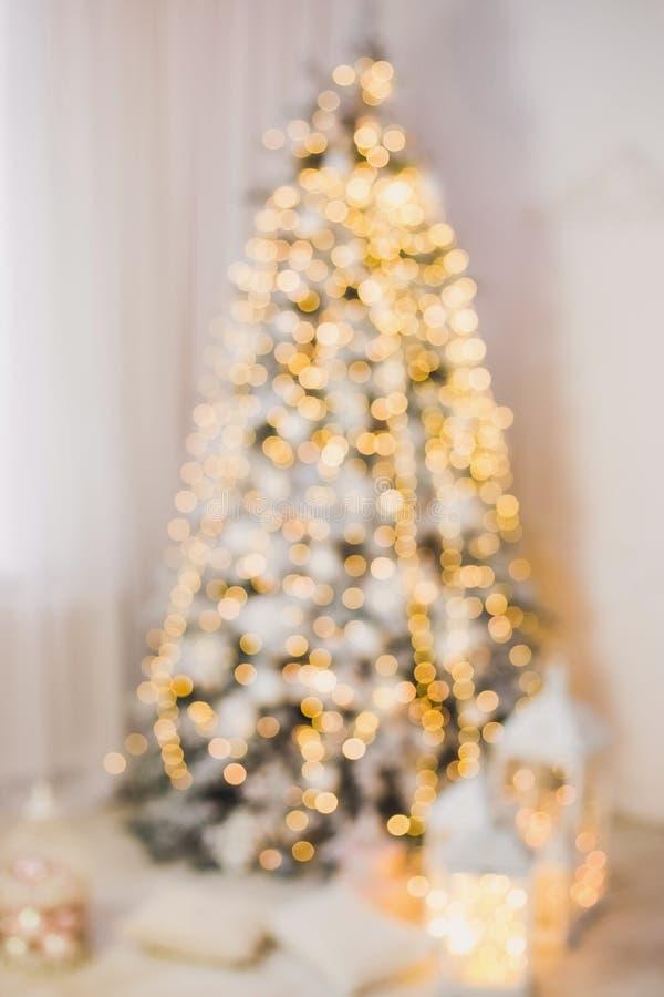 Bello albero di Natale d'ardore vago immagini stock