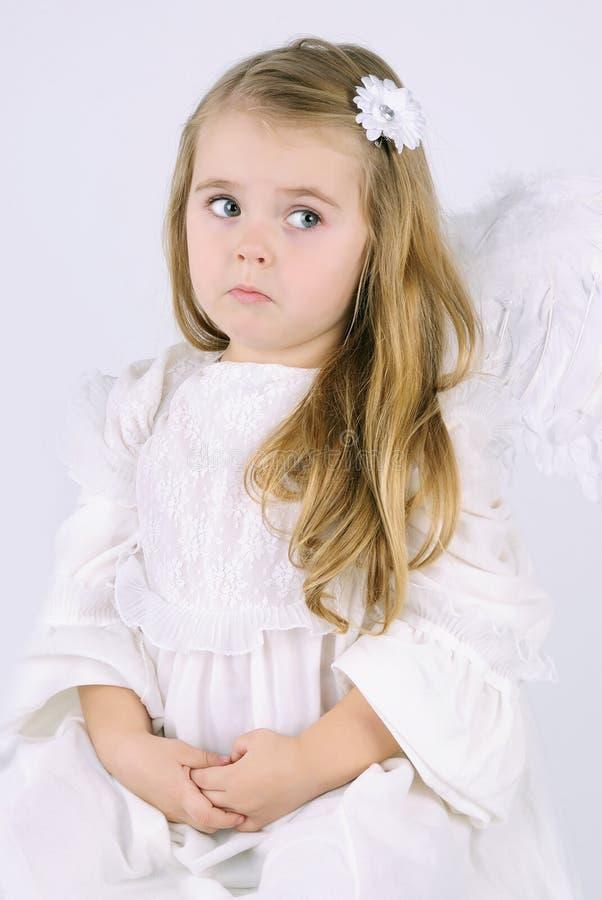 Bello angelo della bambina con un libro fotografia stock