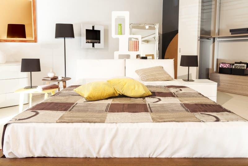Bello appartamento moderno interno domestico fotografia stock libera da diritti