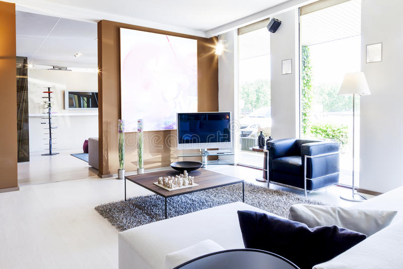 Bello appartamento moderno nel nuovo interno domestico fotografie stock