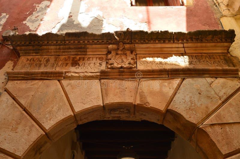 Bello arco di stile bizantino in Chania Viaggio di architettura di storia fotografie stock