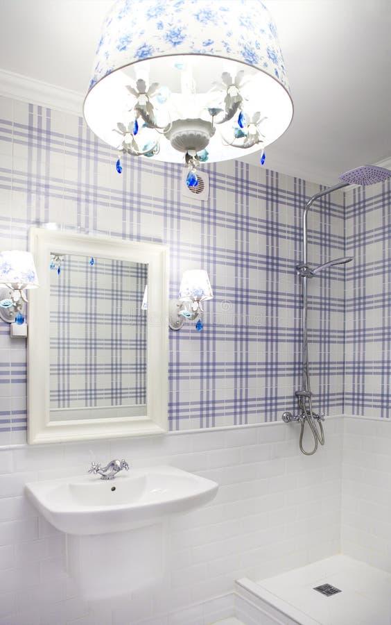 Bagno blu e bianco amazing bagno moderno azzurro bagno bianco nero cervia bagno bianco e with - Bagno blu e bianco ...