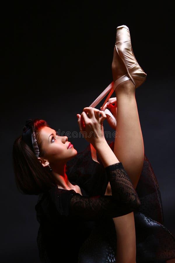 Bello ballo di balletto di dancing della ballerina immagine stock