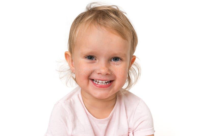 Bello bambino sorridente isolato su fondo bianco immagine stock