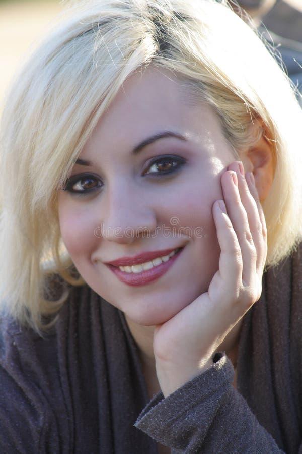 Bello Blonde all'aperto (4) immagini stock libere da diritti