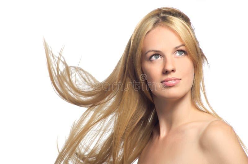 Bello blonde con i capelli di volo fotografia stock