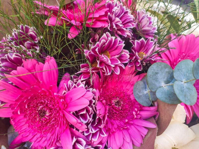 Bello bouquet di fiori colorati immagini stock
