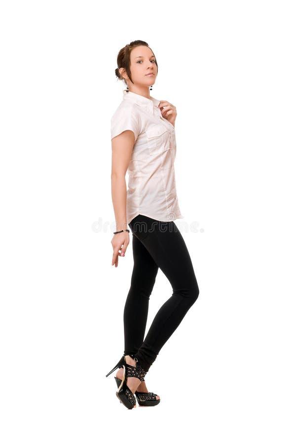 Bello brunette in chemise bianco fotografia stock