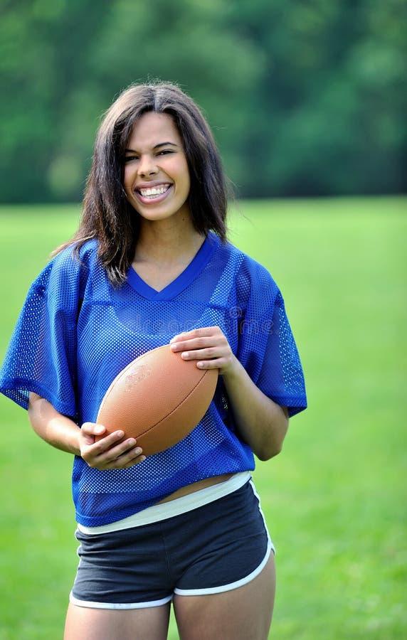 Bello calciatore femminile biracial immagine stock libera da diritti