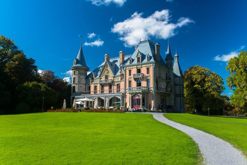 Bello castello di Schadau nella città di Thun fotografia stock