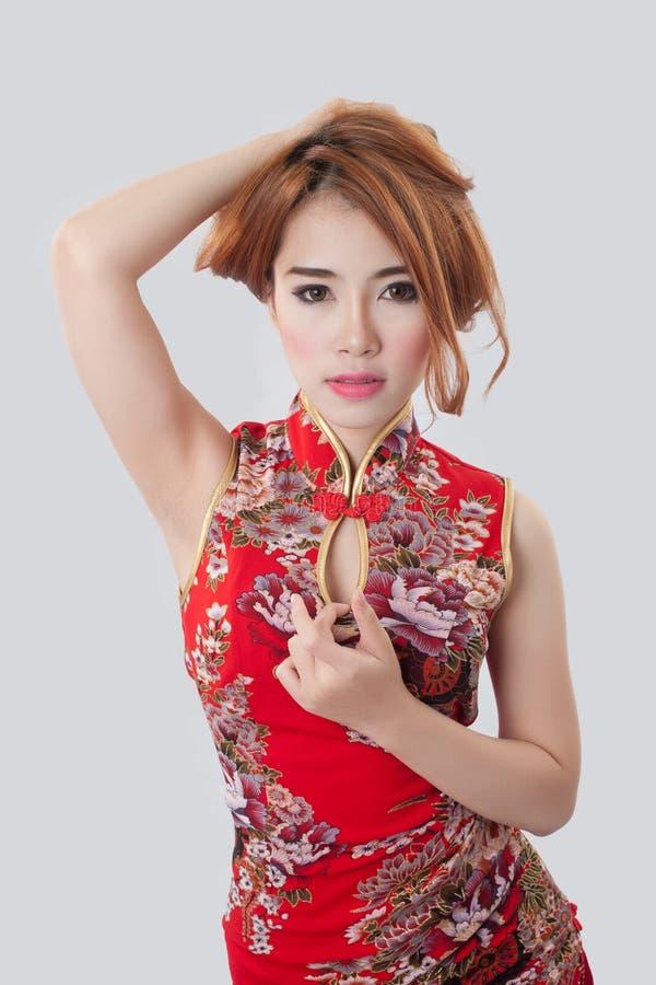 Bello Cheongsam d'uso di modello asiatico immagini stock