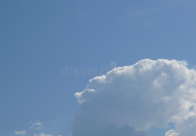 Bello cielo blu fotografia stock