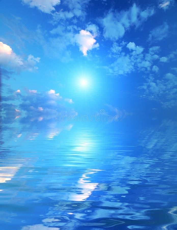 Bello cielo con i fasci solari nella riflessione. fotografie stock libere da diritti