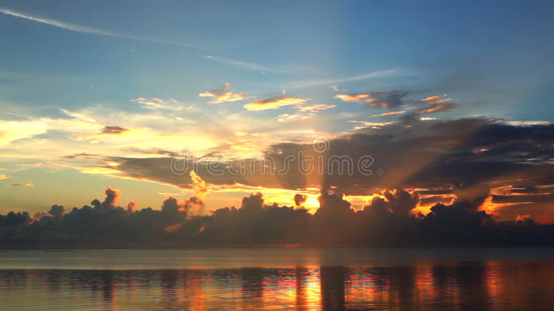 Bello cielo di tramonto stock footage
