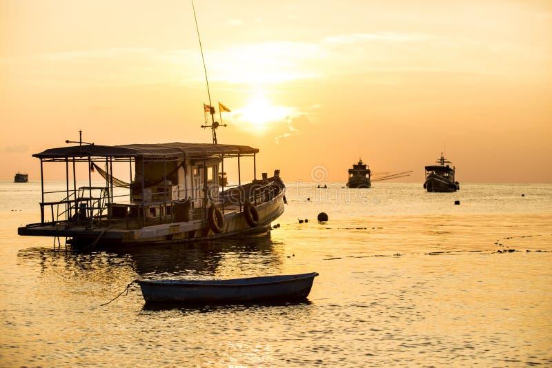 Bello cielo di tramonto all'isola di tao del KOH del sud della Tailandia immagini stock libere da diritti