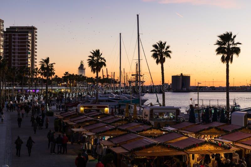 Bello cielo di tramonto nel porto del porticciolo nella città di Malaga Andalusi fotografia stock libera da diritti