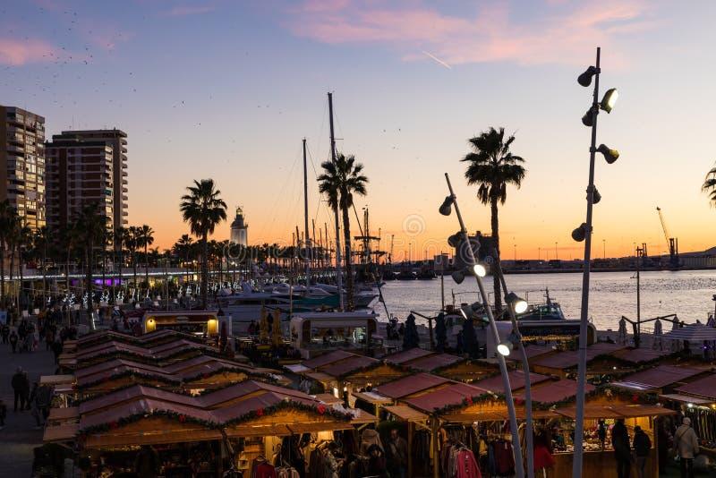 Bello cielo di tramonto nel porto del porticciolo nella città di Malaga Andalusi immagine stock