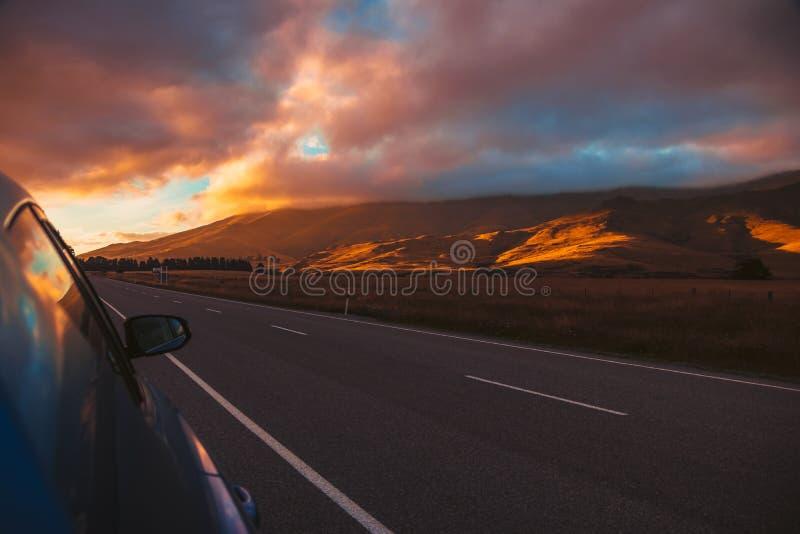 Bello cielo sopra gli altopiani dal bordo della strada fotografia stock