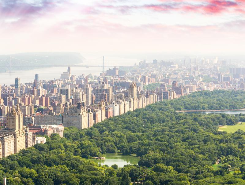 Bello cielo sopra il Central Park, Manhattan, New York di tramonto immagini stock libere da diritti