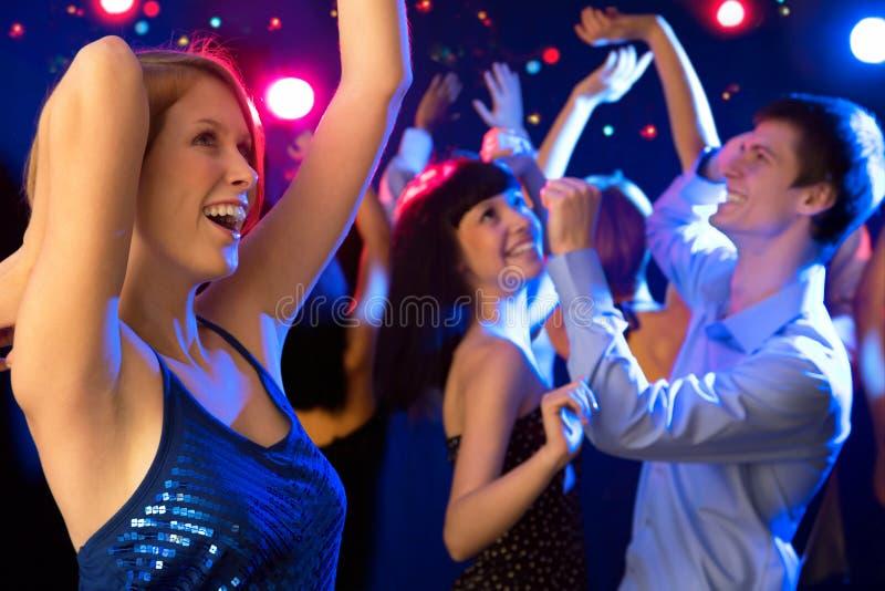 Bello dancing della ragazza ad un partito fotografie stock
