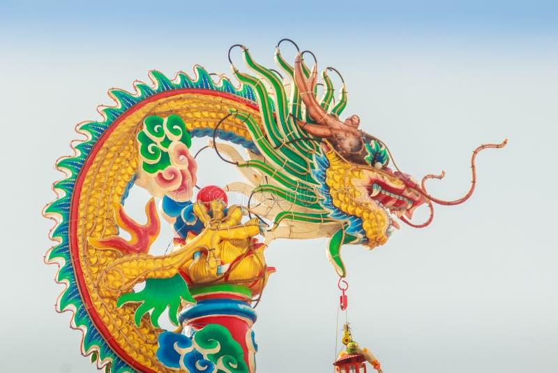 Bello Dragon Sculpture sul tetto cinese del padiglione nella C fotografie stock libere da diritti
