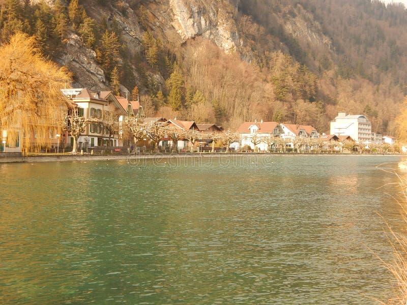Bello e chiaro lago in Svizzera Interlaken fotografia stock