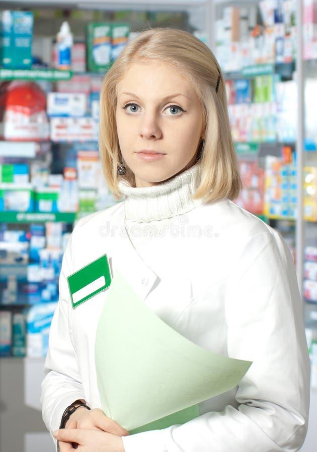 Bello farmacista. fotografie stock libere da diritti