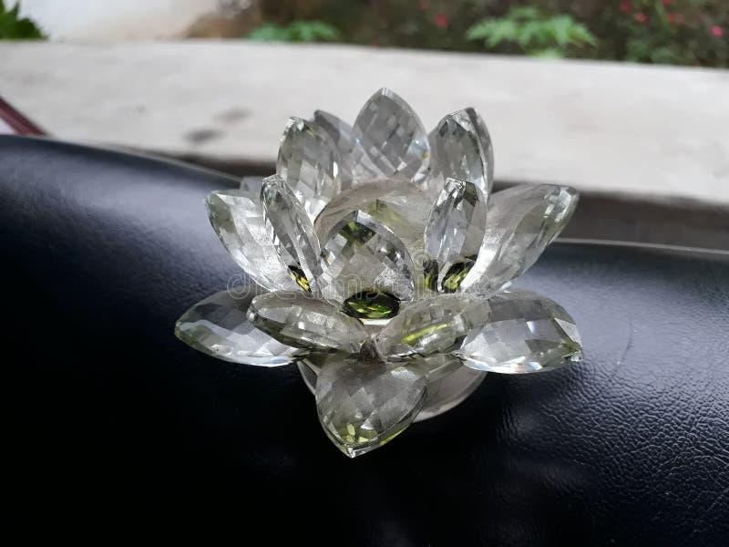 Bello fiore di loto di vetro decorativo attraente fotografia stock