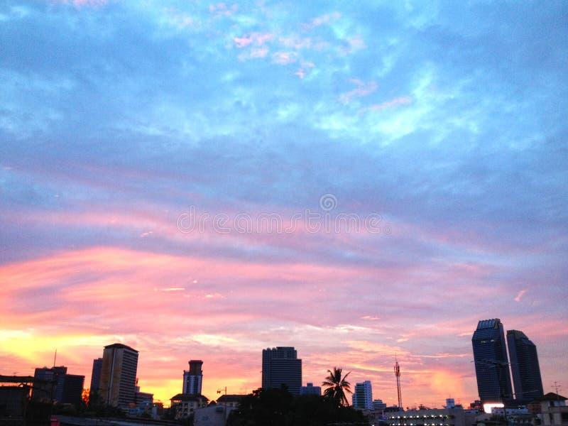 Bello fondo del cielo e di tramonto fotografia stock