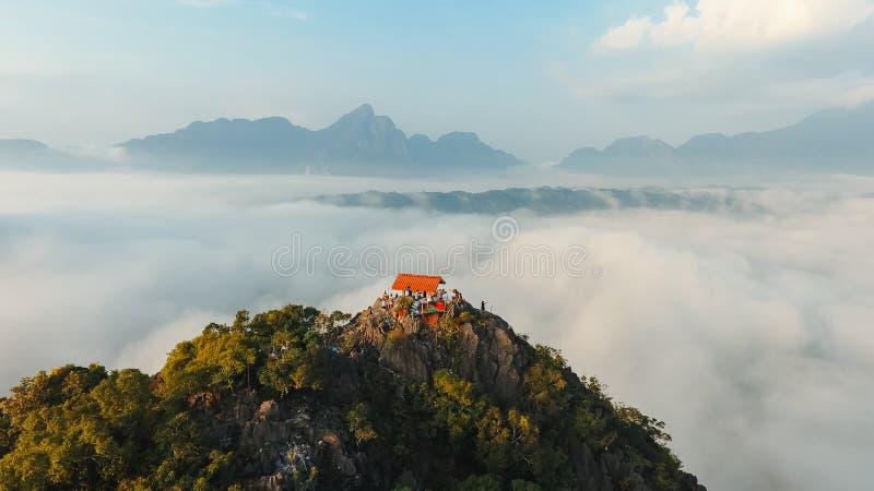 Bello fondo del paesaggio delle montagne sudafricane, vista aerea verde della molla del continente africano, natura selvaggia sce fotografia stock libera da diritti